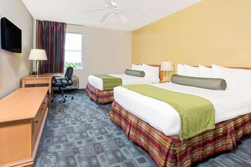 迈阿密机场西贝蒙特旅馆及套房酒店 - 多拉 - 睡房