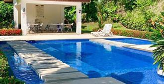 梦想海洋度假民宿 - 哈科 - 游泳池