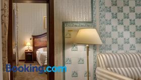新拉兹纳恩萨纳酒店 - 玛丽亚温泉市 - 睡房