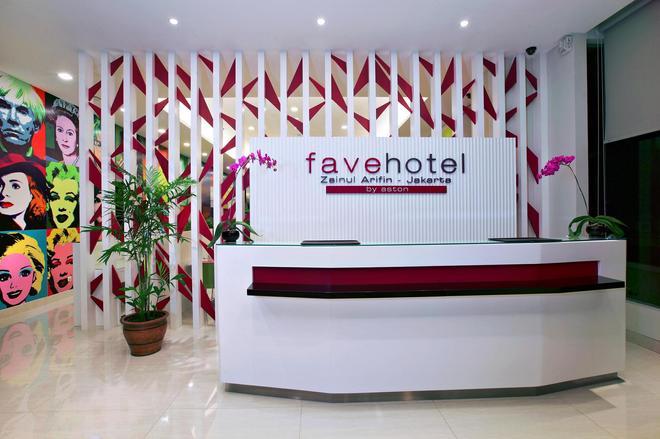 桑努尔阿里芬加达玛达菲芙酒店 - 雅加达 - 柜台