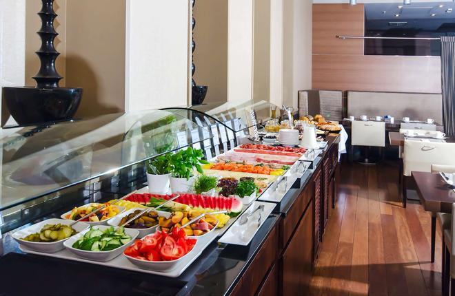 新罕布什尔州波兹南酒店 - 波兹南 - 自助餐