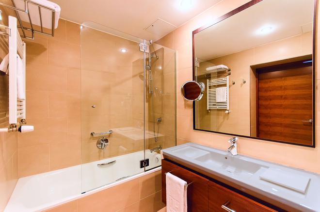 新罕布什尔州波兹南酒店 - 波兹南 - 浴室