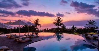 喜来登巴厘岛库塔度假村 - 库塔 - 游泳池