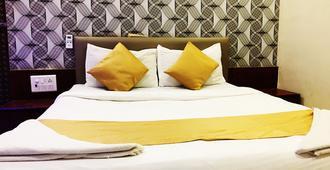 萨法尔住宅酒店 - 孟买 - 睡房