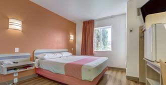 奥勒冈罗斯堡 6 号汽车旅馆 - 罗斯堡 - 睡房