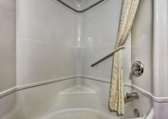 罗斯堡 6 号汽车旅馆 - 罗斯堡 - 浴室