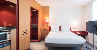 兰斯中心诺富特套房酒店 - 兰斯 - 睡房