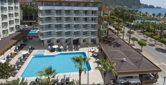 里维埃拉酒店加Spa - 阿拉尼亚 - 建筑