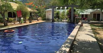 蘭卡威綠色鄉村度假村 - 兰卡威 - 游泳池