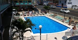 瑟夫赛德汽车旅馆 - 海边高地 - 希塞德高地 - 游泳池