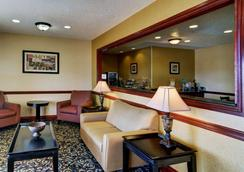优质套房酒店 - 威奇托福尔斯 - 大厅