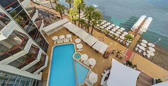 波赛顿酒店 - 仅供成人入住 - 式 - 马尔马里斯 - 游泳池