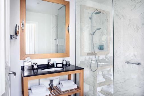 雷罗夫枕头大酒店 - 根特 - 浴室