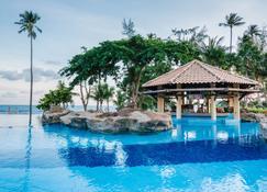 娜湾假日酒店 - 丹戎槟榔 - 游泳池