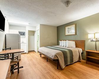 亚特兰大东北 - 南诺克罗斯家乡开放式客房红屋顶酒店 - 诺克罗斯 - 睡房