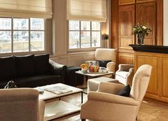 贝斯特韦斯特老港白马酒店 - 翁弗勒尔 - 大厅
