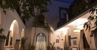 达尔阿尔法拉摩洛哥传统庭院住宅酒店 - 马拉喀什 - 游泳池