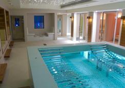K西水疗酒店 - 伦敦 - 游泳池