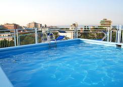 奥古斯都里乔内酒店 - 里乔内 - 游泳池