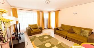 卡拉卡拉屋酒店 - 仅供成人入住 - 内罗毕 - 客厅