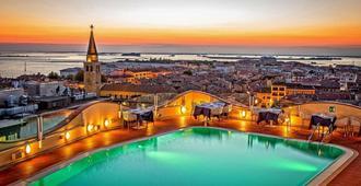阿索托丽亚大酒店 - 格拉多 - 游泳池