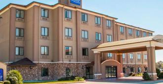 安眠套房酒店-六旗 - 圣安东尼奥 - 建筑