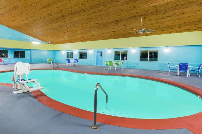 西德梅因戴斯酒店 - 西德梅茵 - 游泳池