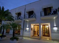 萨比亚多罗酒店 - 圣维托洛卡波 - 建筑