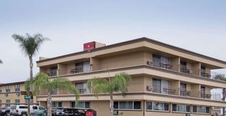 圣地亚哥机场华美达酒店 - 圣地亚哥 - 建筑