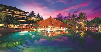 迪斯卡弗里卡蒂卡广场酒店 - 库塔 - 游泳池