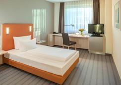 柏林阿德勒斯霍夫多林特酒店 - 柏林 - 睡房