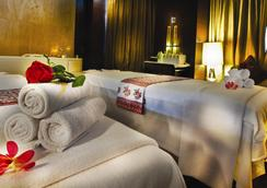 里拉安姆比尔古尔冈酒店及公寓 - 古尔冈 - 睡房