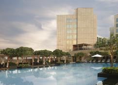 里拉安姆比尔古尔冈酒店及公寓 - 古尔冈 - 建筑