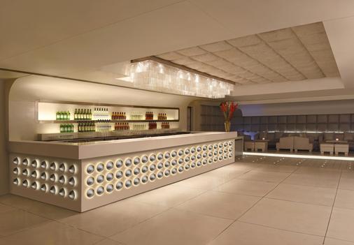 里拉安姆比尔古尔冈酒店及公寓 - 古尔冈 - 酒吧