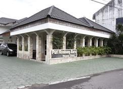 阿迪苏吉普托机场 2 号瑞德多兹普拉兹酒店 - 德博 - 建筑