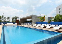 一比亚埃尔莫萨 2000 酒店 - 比亚埃尔莫萨 - 游泳池