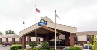 西北印第安纳波利斯戴斯套房酒店 - 印第安纳波利斯 - 建筑