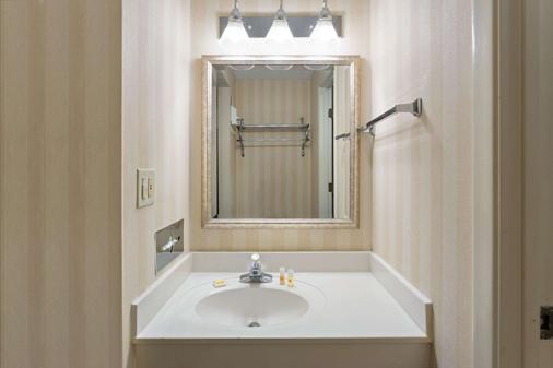 印第安纳波利斯西北戴斯酒店 - 印第安纳波利斯 - 浴室