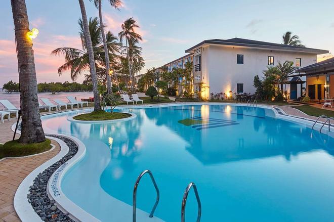 公主港温德姆麦克罗特套房酒店 - 普林塞萨港 (公主港) - 游泳池
