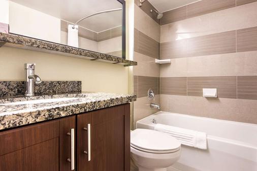 米西索加机场西凯富酒店 - 米西索加 - 浴室