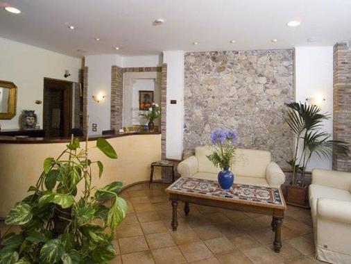 拉佩西恩那斯维赛拉酒店 - 陶尔米纳 - 柜台