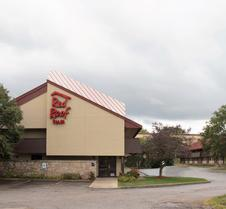 卡拉马祖西红屋顶酒店 - 西密歇根大学