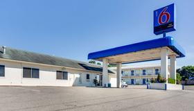 阿肯色州费耶特维尔汽车旅馆6 - 费耶特维尔 - 建筑
