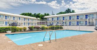阿肯色州费耶特维尔汽车旅馆6 - 费耶特维尔 - 游泳池