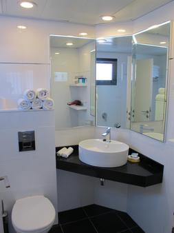 贝斯特韦斯特丽晶套房酒店 - 特拉维夫 - 浴室