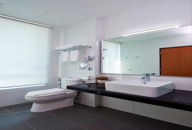一洋酒店和服务式公寓 - 乔治敦 - 浴室