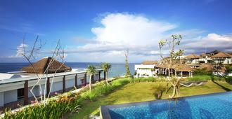 巴厘岛塞玛布度假酒店 - 登巴萨 - 游泳池