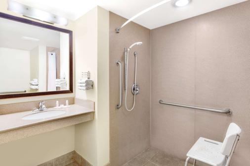 金曼东戴斯酒店 - 金曼 - 浴室