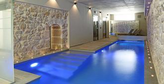 拉朱利埃特贝斯特韦斯特臻品酒店 - 马赛 - 游泳池