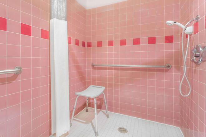朱诺温德姆旅游旅馆 - 朱诺 - 浴室